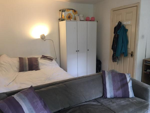 E34EZ-LARGE-DOUBLE-ROOM-WITH-PRIVATE-GARDEN-England-Greater-London--10093