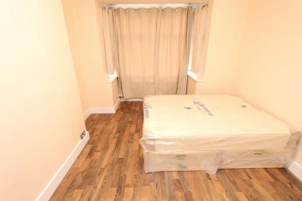Lovely-double-room-suitable-for-couples!-England-Greater-London--10105